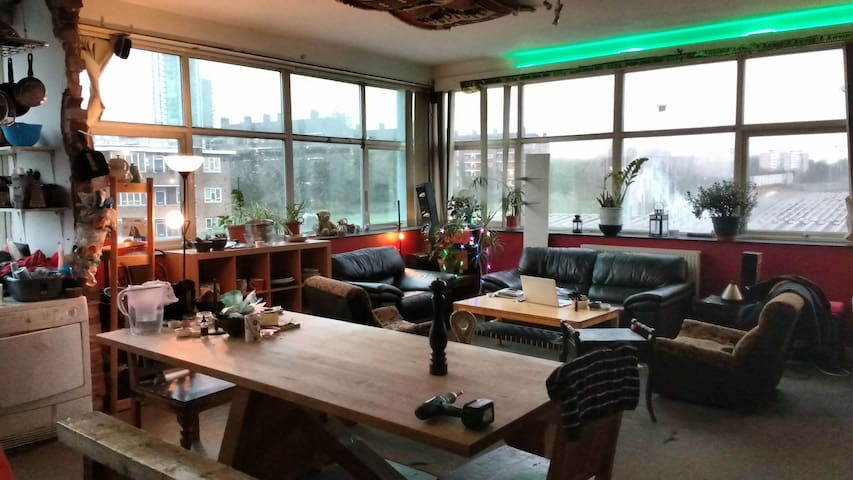 converted office with SO MUCH LIGHT! we  windows - London - Other