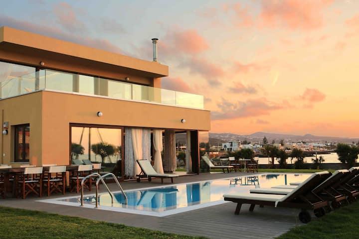Villa Kouvohori Sea front Pool Jacuzzi  6BDs 21Pax