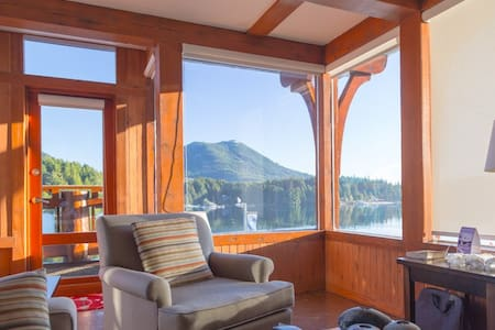 Safe Harbour Suite ( Waterfront & Central ) - Ucluelet - Lakás
