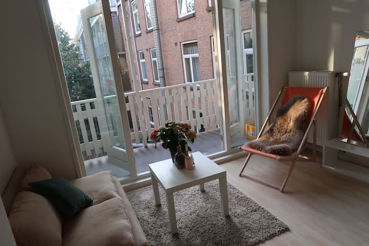 Large room with balcony on the East of Amsterdam
