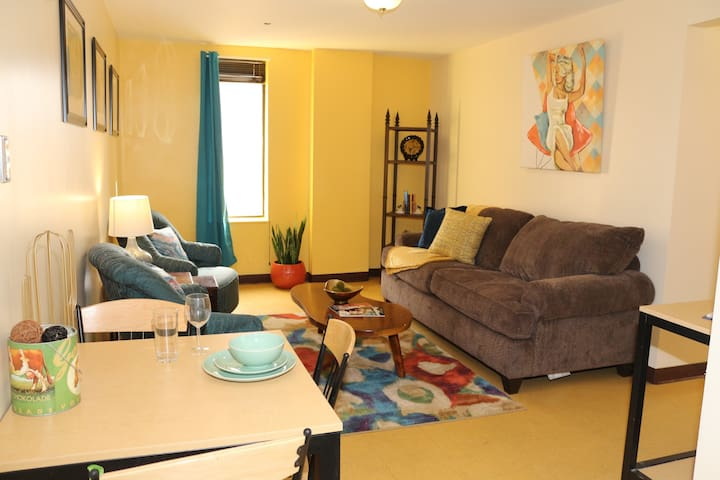 Downtown City Views | 2 Beds | Walk Everywhere!!!!