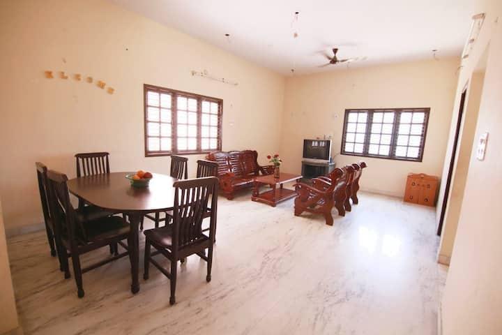 Pooja Guest House, 3 mins walk to  Koyambedu metro