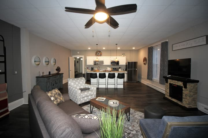 Loftz 31 (Upstairs Apartment - Downtown Jamestown)