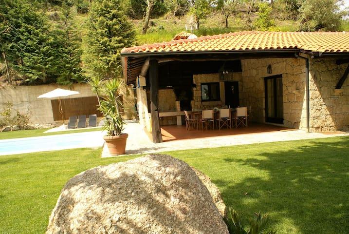 Casa da Terra - Gerês - Portugal - Rio Caldo - 別墅