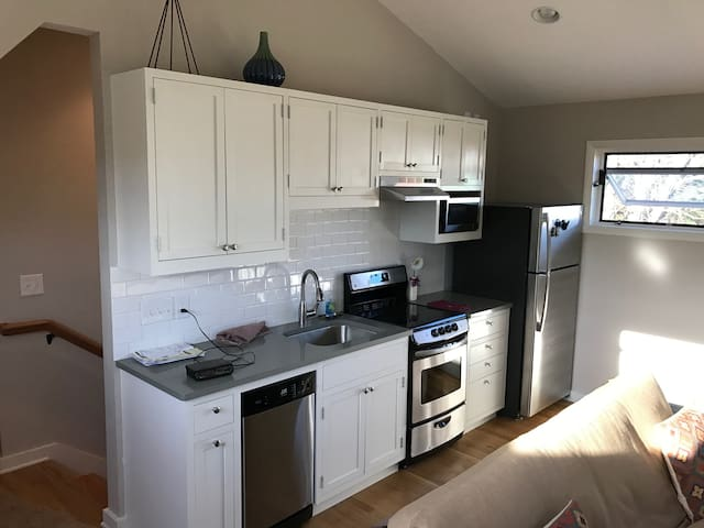 New Private Guesthouse near Downtown Nashville!