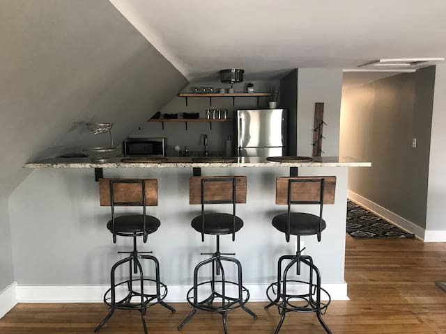 High top bar for eating and libations