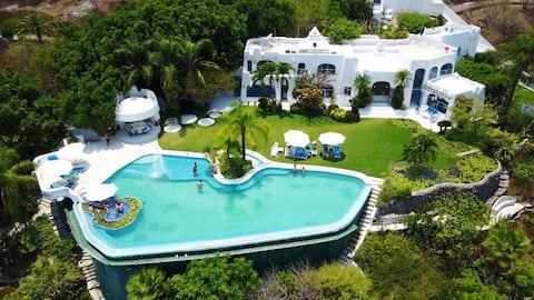 """LA VISTA"" BEAUTIFUL HOUSE ON THE LAKE"