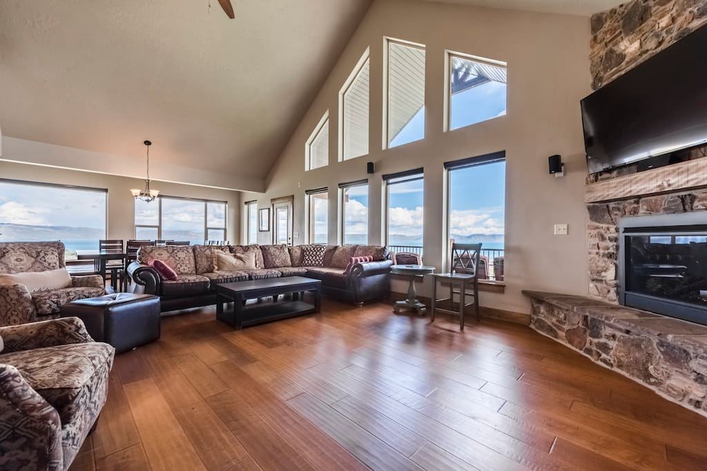 Bear Lake Luxury Rentals - The Hilltop Cabin - Living Area