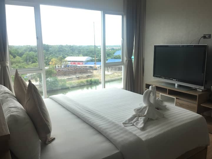 2 bedrooms family water front condo in Chanthaburi