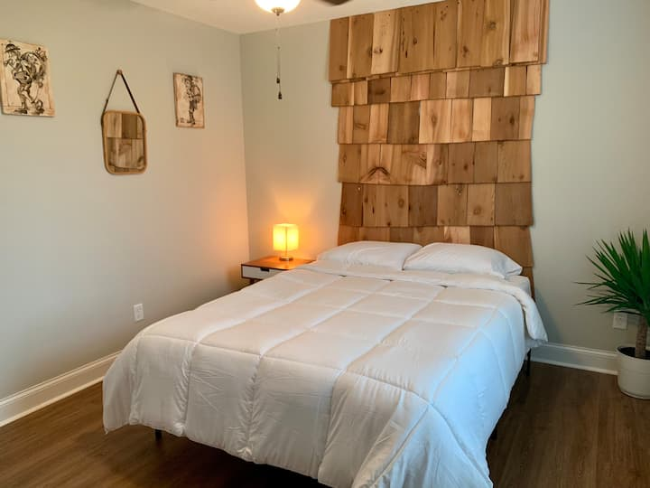 Convenient & Comfortable Private Room - Ringgold