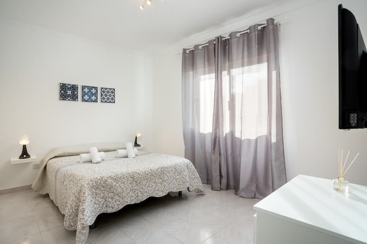 Thomya room! Comfort stay in Faro/Gambelas