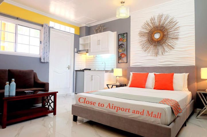 Close to Airport, Mall, Transportation, Studio B - PH - Apartment