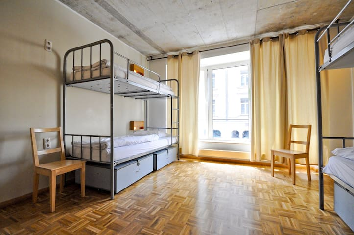 Single Bed in FEMALE Dormitory Room (6 Women)