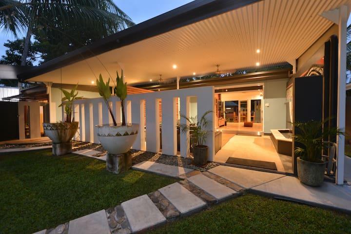 The Coconut Hut - A unique tropical living space