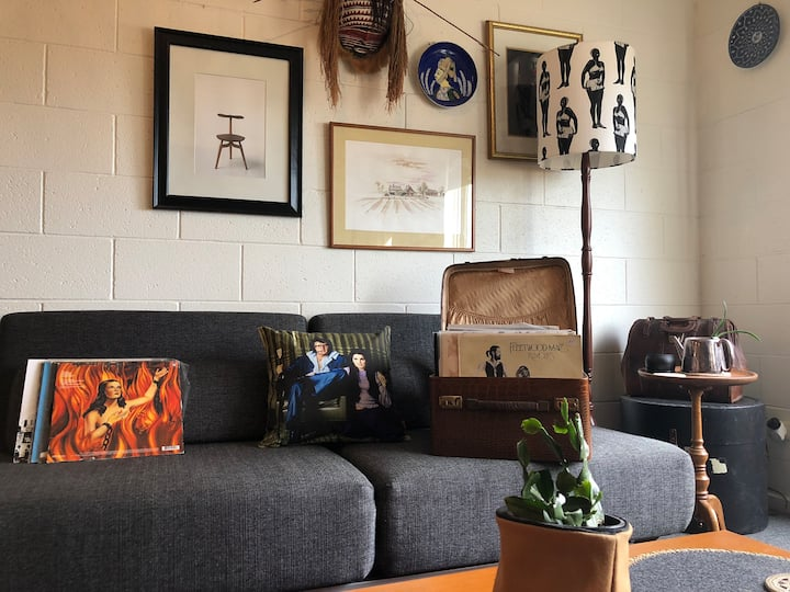 Eclectic Hobart Apartment - Parking & Walk to City
