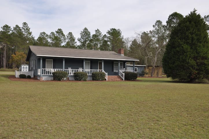 Lovely 3BR ranch on 5 acres - Moultrie - Hus