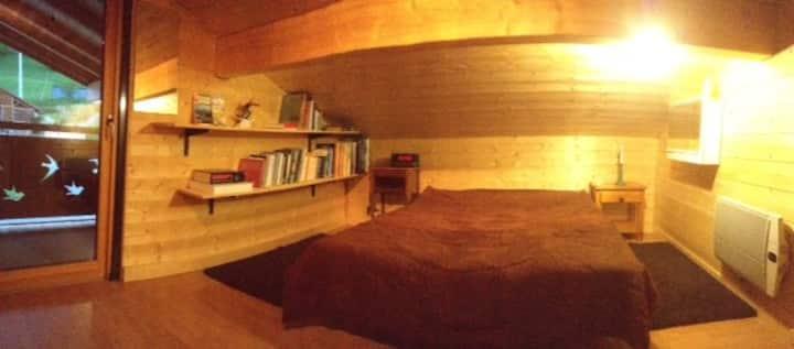Chambre au calme, au coeur des activités. 18h-08h.