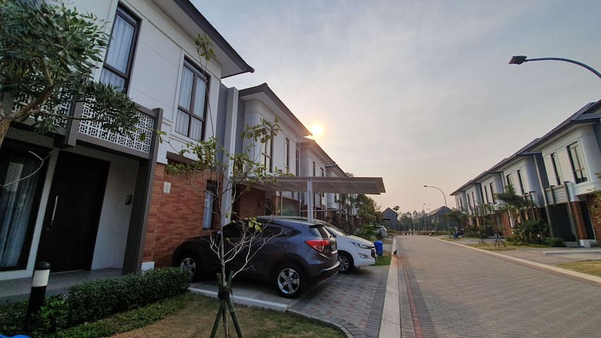 Home near ICE BSD w/ Netflix & 4K TV