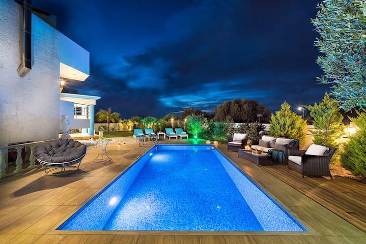 Aphrodite Luxury Villa  Hersonissos