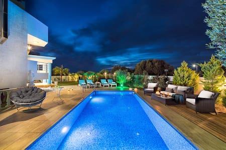 Aphrodite Luxury Villa  Chersonissos