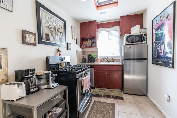 FULL KITCHEN IN GUEST HOUSE