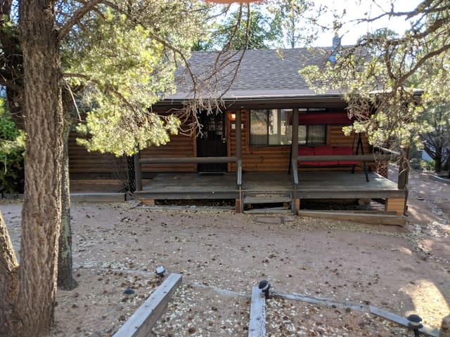 Log cabin in Payson. DISCOUNT FOR 2+ DAY STAYS!!