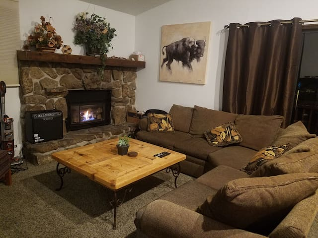 Wildernest Get-away lower level Queen Bedroom - Silverthorne - Casa
