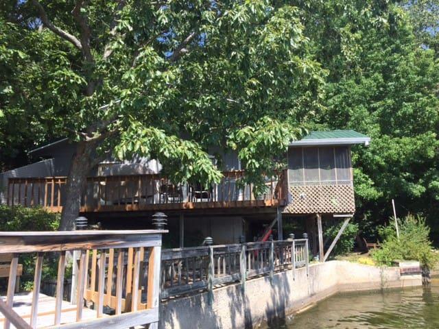 Cozy Ozark Cabin for family, friends, & fun!