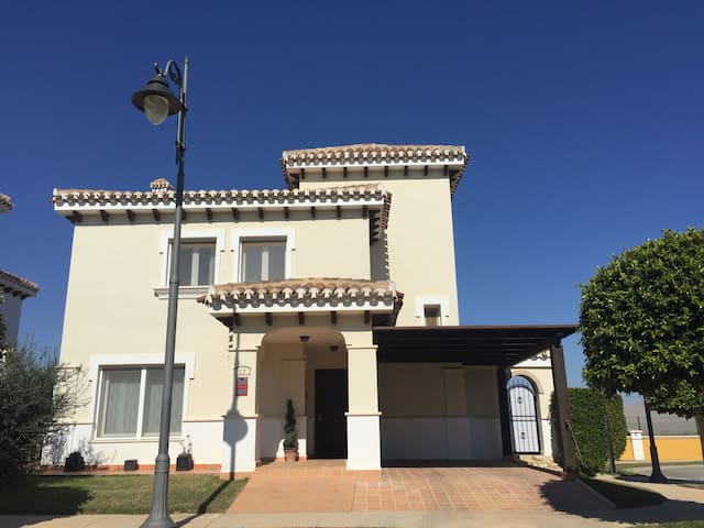 2 double rooms in a Spanish villa on a Golf Resort