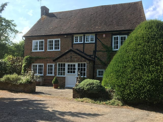 Delightful period cottage in Thorpe, Surrey