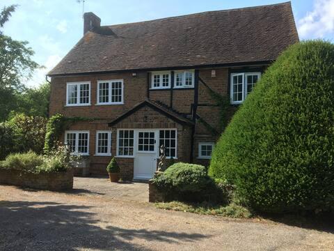 Delightful Period Cottage w Thorpe, w pobliżu Egham