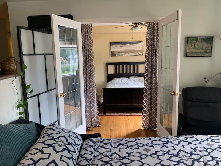 Monthly hospitality in shared condo w/ extra bed