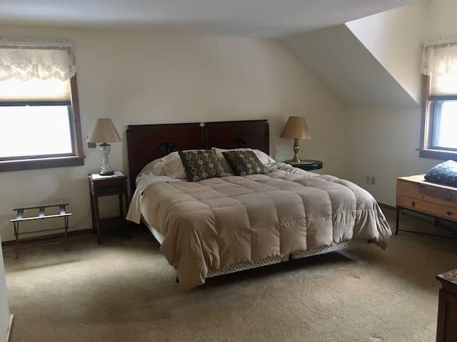 BR1: (2nd floor) Master Bedroom with King and en suite bathroom