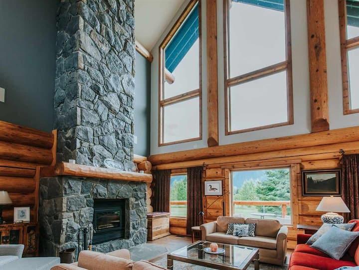 Stunning Log Home- Hot Tub