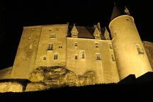 Chateauneuf en Auxois que l'on peut appercevoir en prenant l'autoroute entre Pouilly en Auxois et Beaune.