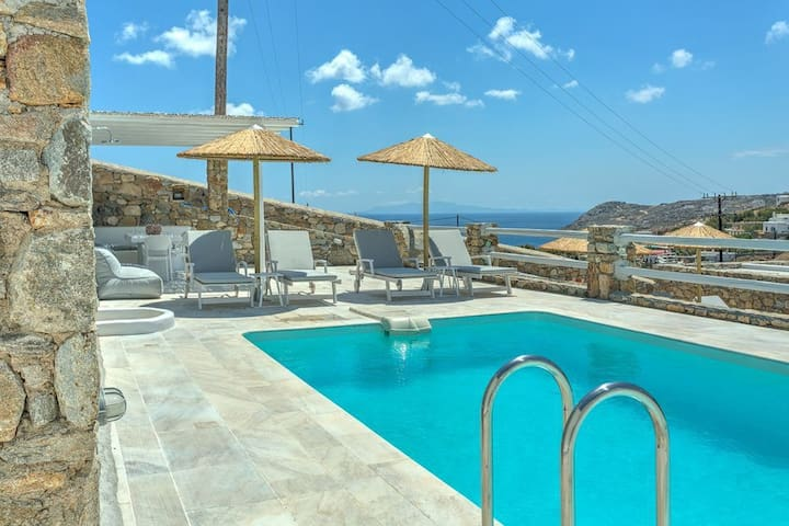 Villa with Luxurious Private Pool incl Breakfast