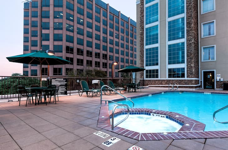 Free Breakfast + Outdoor Pool | Suite with Roll-in Shower Only 15 Minutes from the Riverwalk!