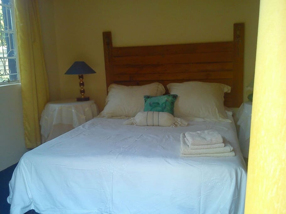 Room two bed breakfasts for rent in highlands harare for Beds zimbabwe