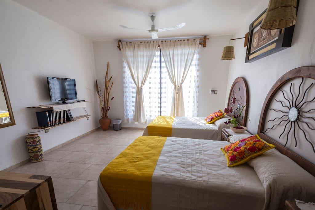 Confortable habitación con dos camas dobles