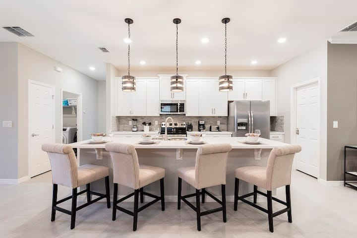 484 Brand new modern and interior designed 4 bed home with private pool