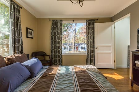 Pet-Friendly Private Bedroom in Great Location - Little Rock