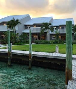R Treasure (Gold House) with Dock - Treasure Cay - Συγκρότημα κατοικιών