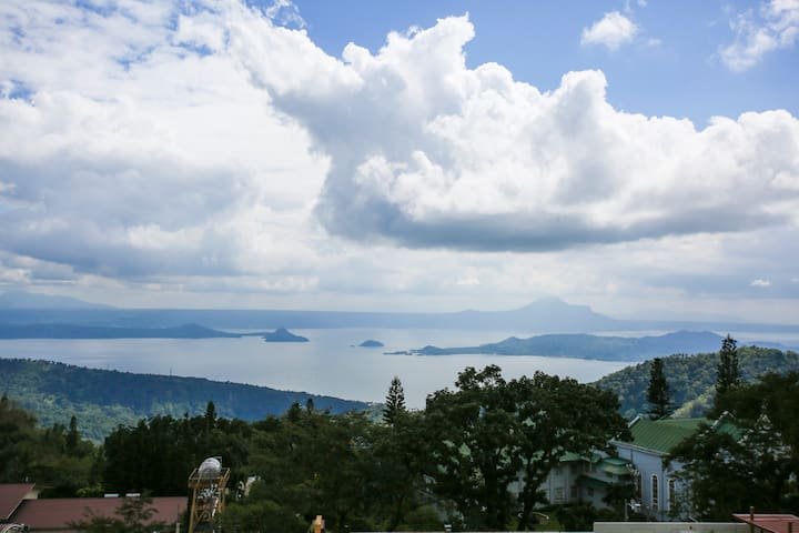 Black Touch-Overlooking Taal+Wifi - Tagaytay - Byt