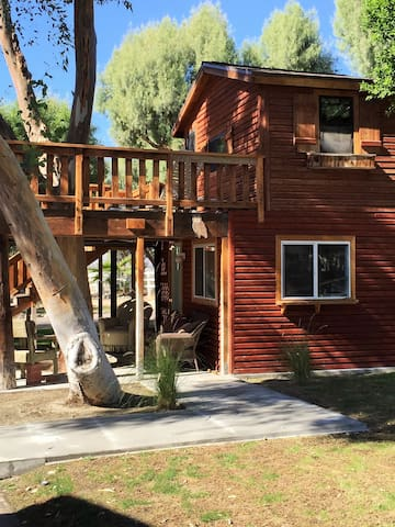 Charming Tree House (Ground Level) - Desert Hot Springs - Casa en un árbol