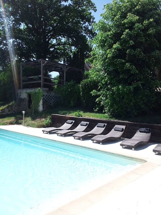 Maison avec piscine et vue auvergne houses for rent in for Campings auvergne avec piscine
