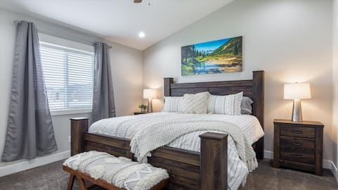 Cozy Townhome in the Heart of Rigby (Sleeps 12)