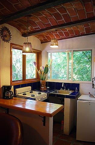 Cocineta con refrigerador