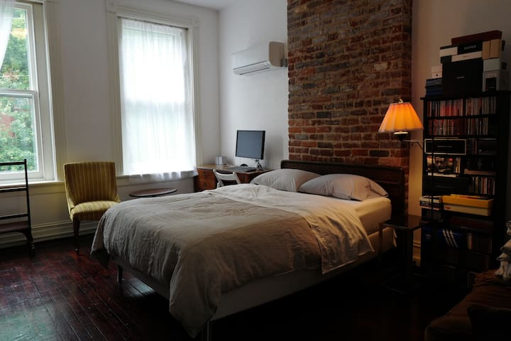 Stylish loft-like VCU/Fan apartment - Richmond - Apartment