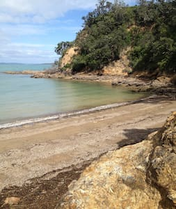 Waiheke Dream Cottage:  SKY TV & Private Ensuite. - Auckland