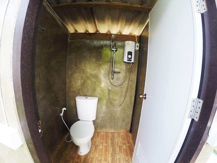 ห้องน้ำมีเครื่องทำน้ำอุ่น